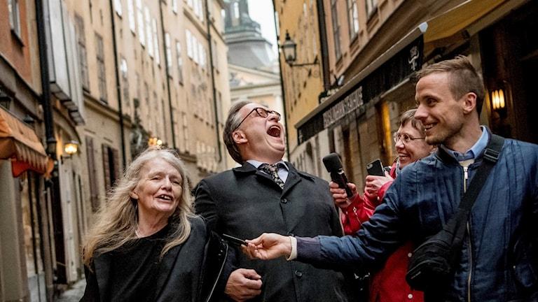 Horace Engdahl och Kristina Lugn skrattar