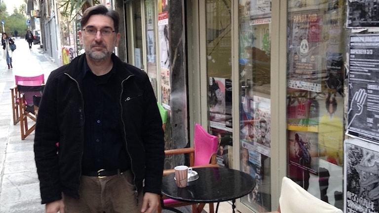 """Nikos Manolas, också kallad Akathistos, """"den som inte kan sitta still""""."""