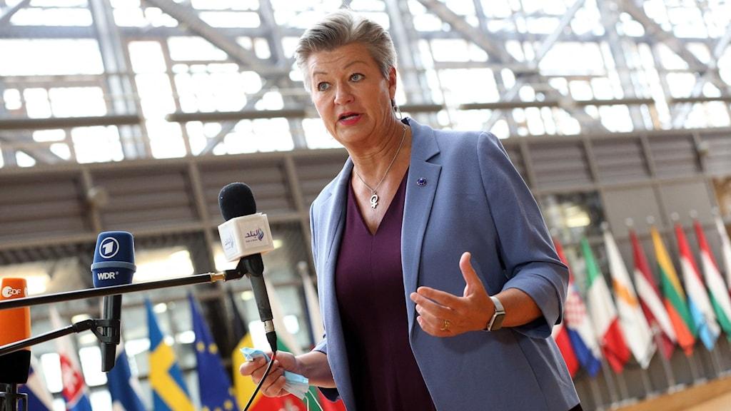 Ylva Johansson, EU-kommissionär med ansvar för migrationsfrågor, på konferens med andra migrationsministrar.