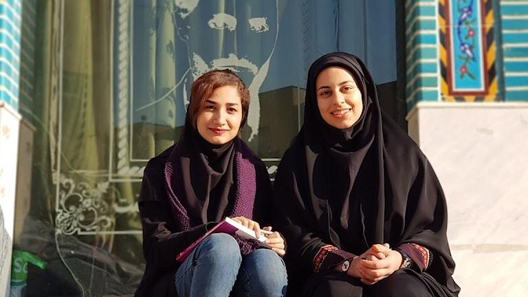 Studenterna Somayeh och Zahra i Teheran vill båda flytta utomlands efter examen.