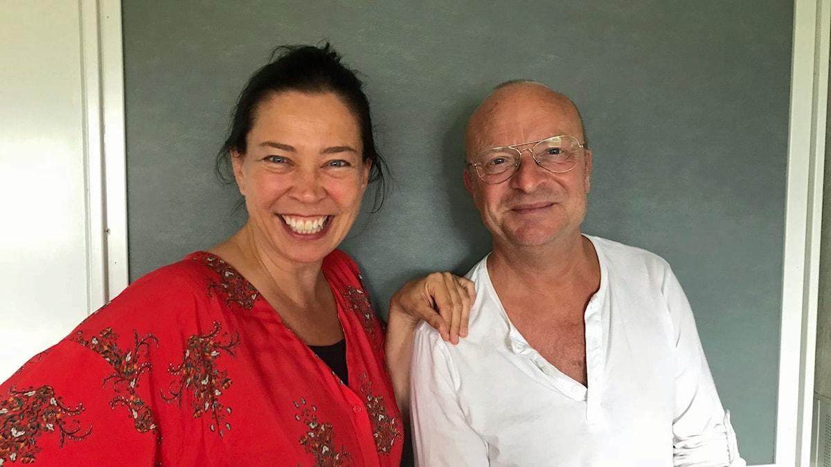 Jonas Gardell och Marie Lundström i en studio i Radiohuset.