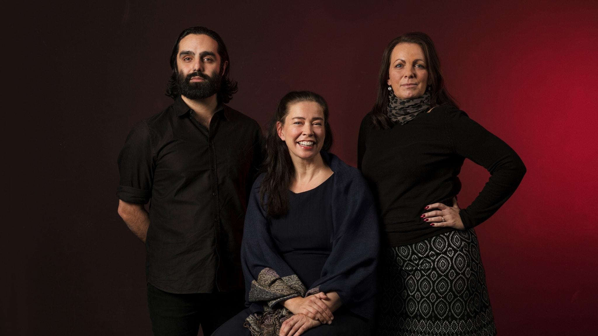 Navid Modiri, Katarina Wennstam och Marie bokcirklar tillsammans med er lyssnare kring Tjänarinnans berättelse.
