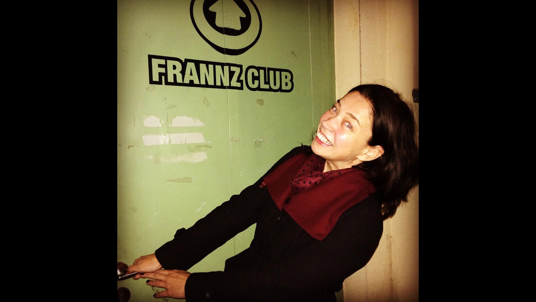 Marie Lundström på väg in till petry slam på Frannz Club i Berlin.