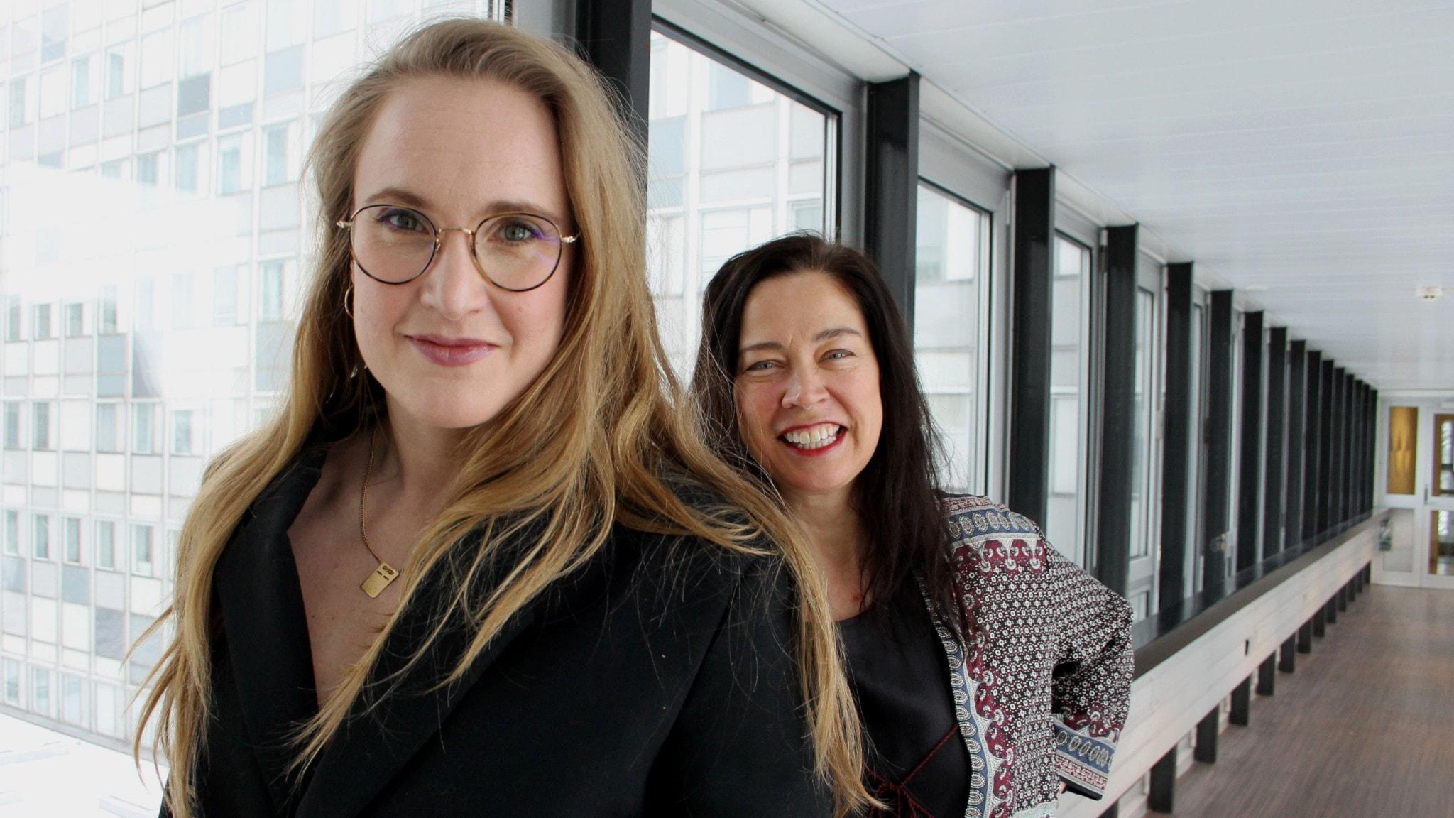 Tyngdlyftaren och författaren Sara Martinsson som skrivit boken Knäböj gästar Marie Lundström.
