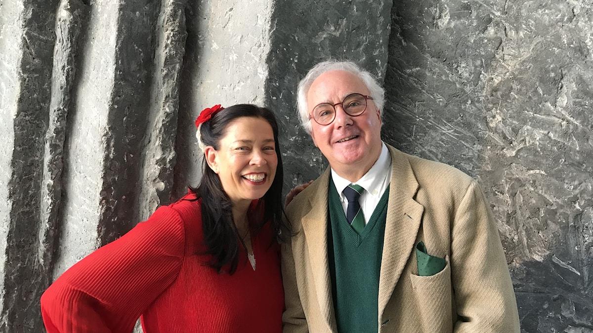 Marie Lundström möter författare Mats Ekdahl, aktuell med boken Snöns historia. Foto: Thella Johnson/Sveriges Radio