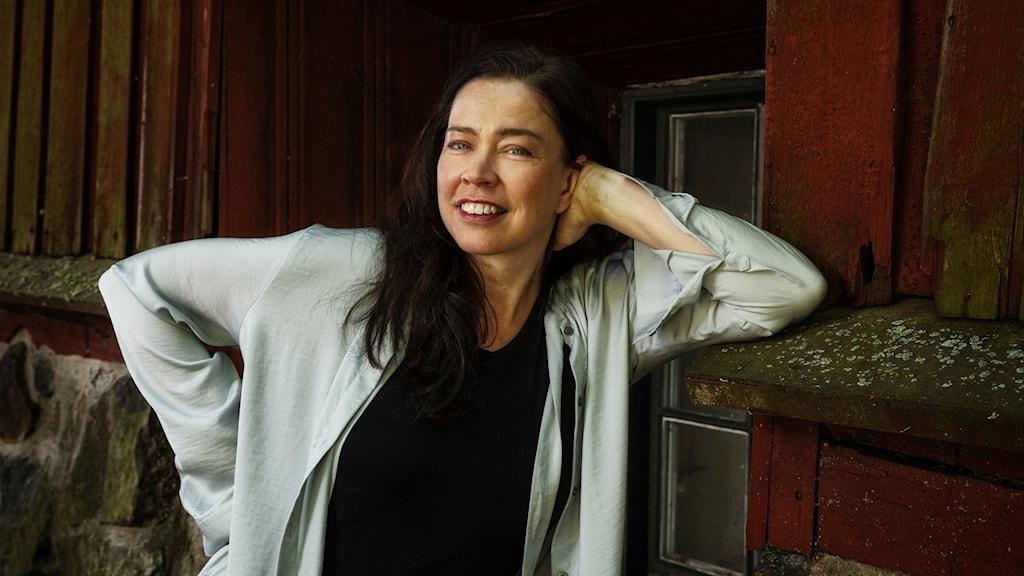 Programledare Marie Lundström läser Laterna Magica.