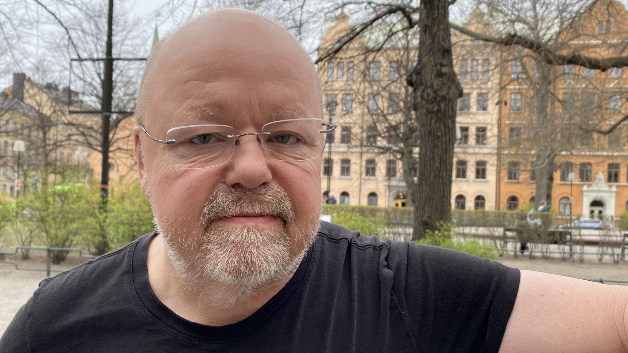 """Kalle Moraeus debuterar med """"Tjur på retur"""""""