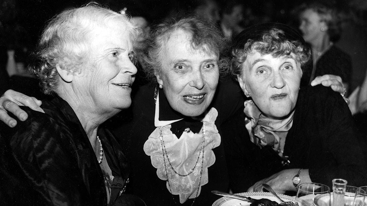 Moa Martinson (th) med Gerda Lundequist och Amelie Posse 1956