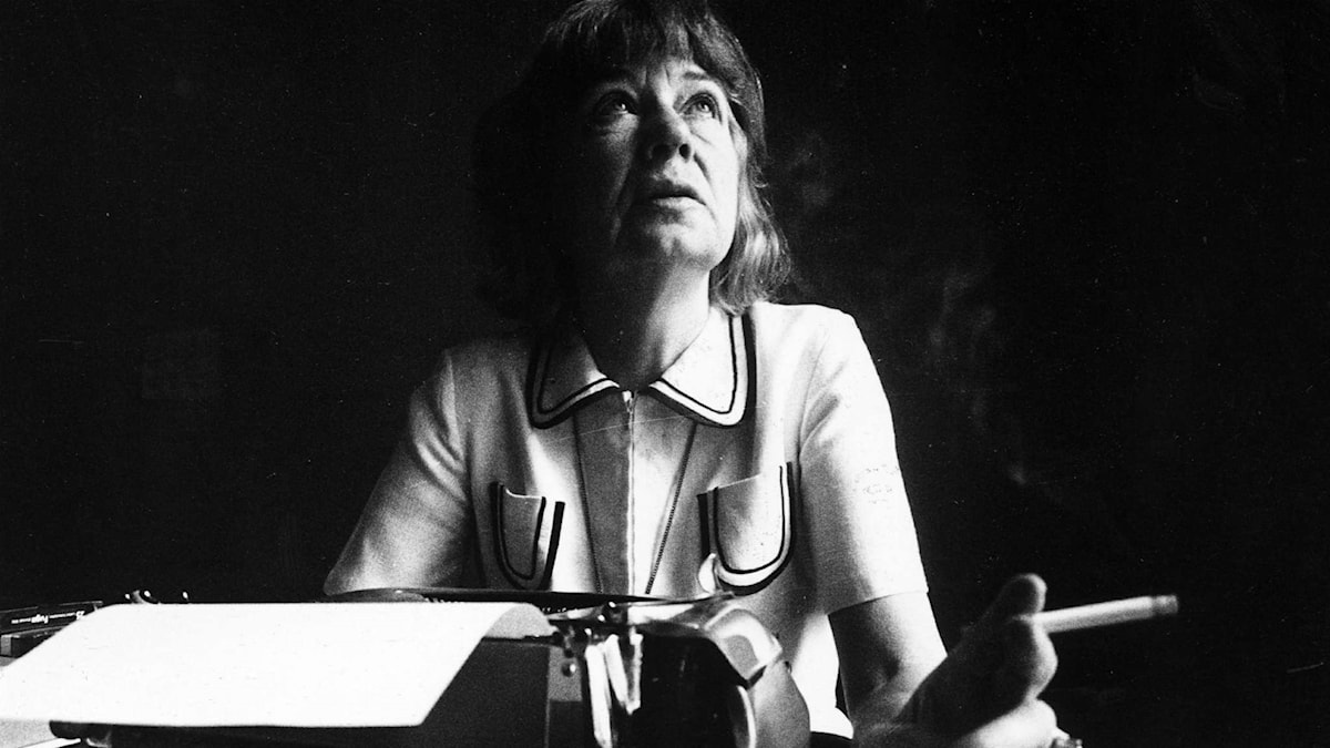 Tove Ditlevsen vid skrivmaskinen 1975