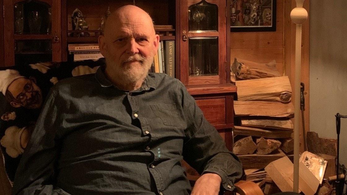 Jan Lööf ger ut böcker, spelar saxofon och bygger ateljé