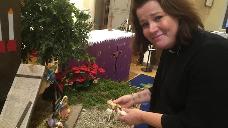 Lena Hildén jouluseimen äärellä