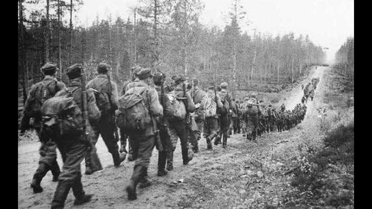 Suomen armeija marssii sota-aikana, foto: Wikimedia Commons