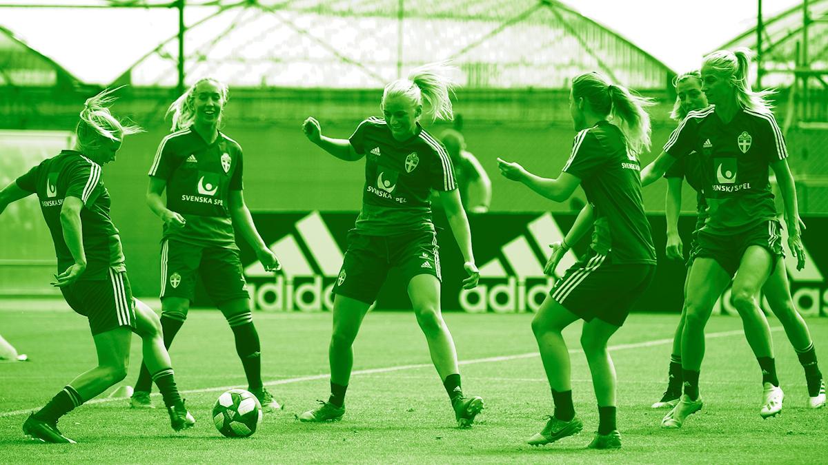 Svenska laget tränar inför VM-semifinalen.
