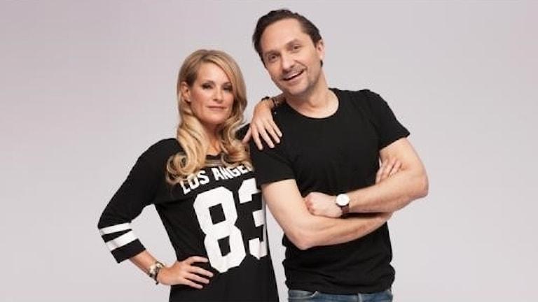 Programledarna Laila Bagge och Roger Nordin vid RIX FM som snart hörs över hela landet.