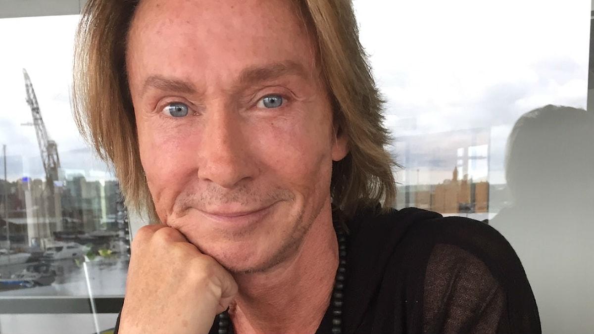 Christer Lindarw gör sin sista show och en självbiografi.