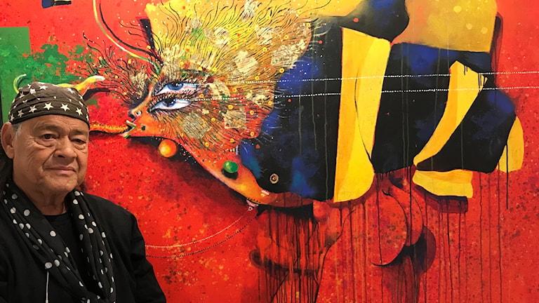 Ardy Strüwer, framför ett av sina verk (beskuret).