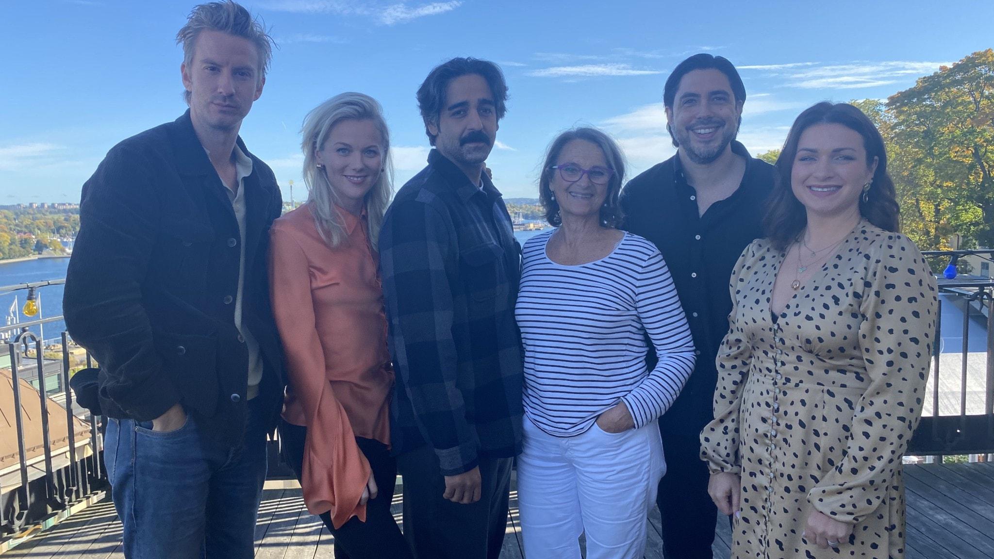 Suedi-gänget: Filip Berg, Agnes Lindström Bolmgren, Kardo Razzazi, Suzanne Reuter, Manuel Concha och Claudia Galli Concha