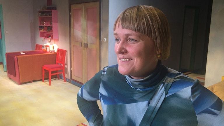 Regissören Maria Blom tillbaka med ny pjäs. Foto: Björn Jansson/SR.