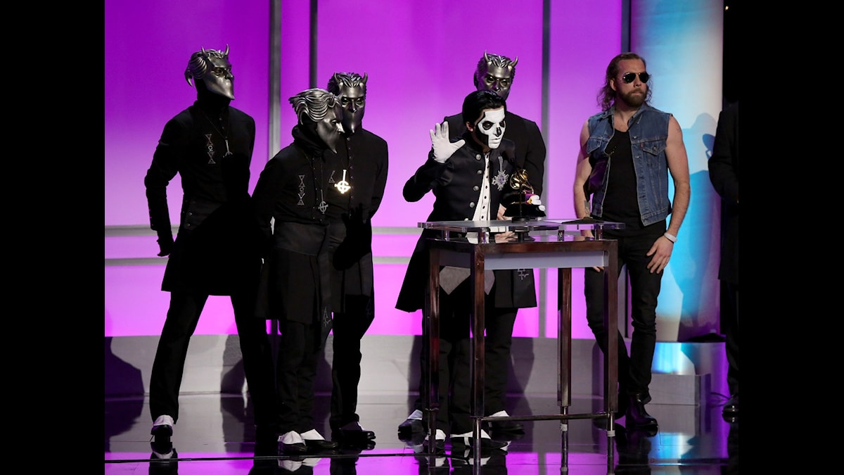 Ghost tar emot pris på Grammy-galan.
