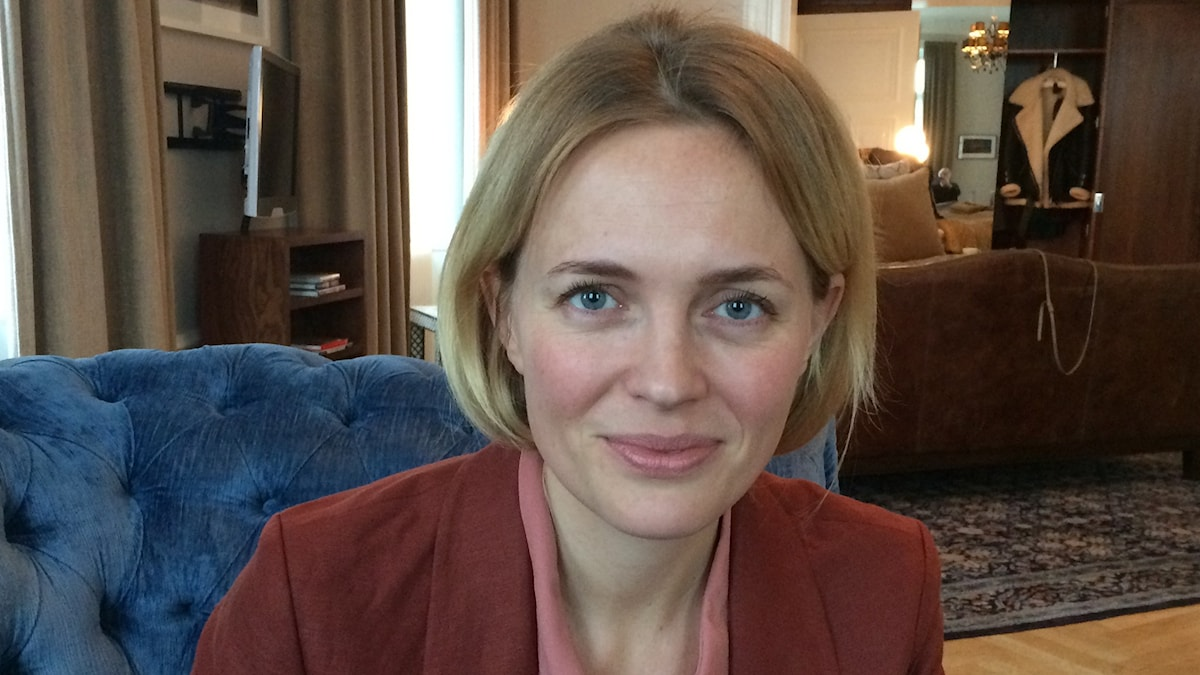 Josephine Bornebusch i intervjusoffan. Foto: Björn Jansson/Sveriges Radio.