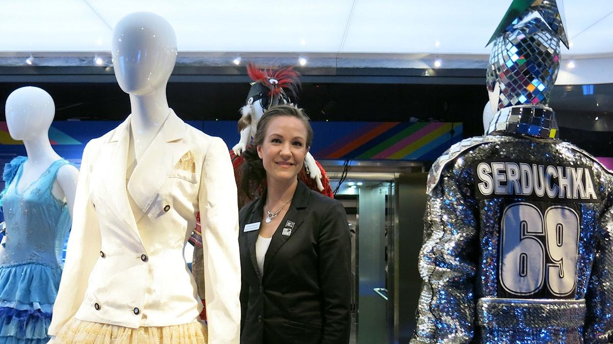 Celine Dions klänning och Serduchkas spegelkavaj på ESC-utställning. Foto: Björn Jansson/SR.