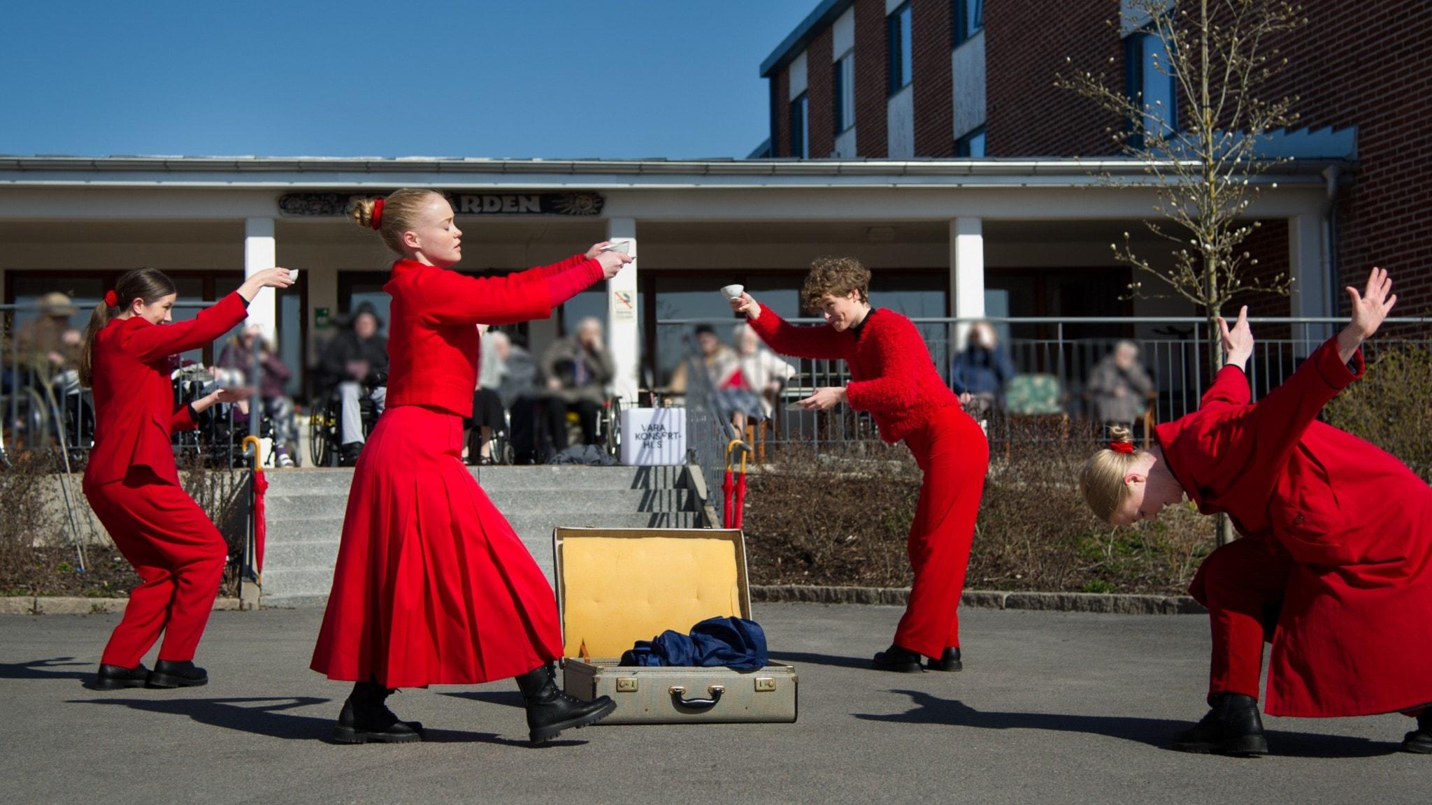 Kompani Catapult består av Agnes Nordin, Moa Lund, Madelene Hoff och Ellen Rengman.