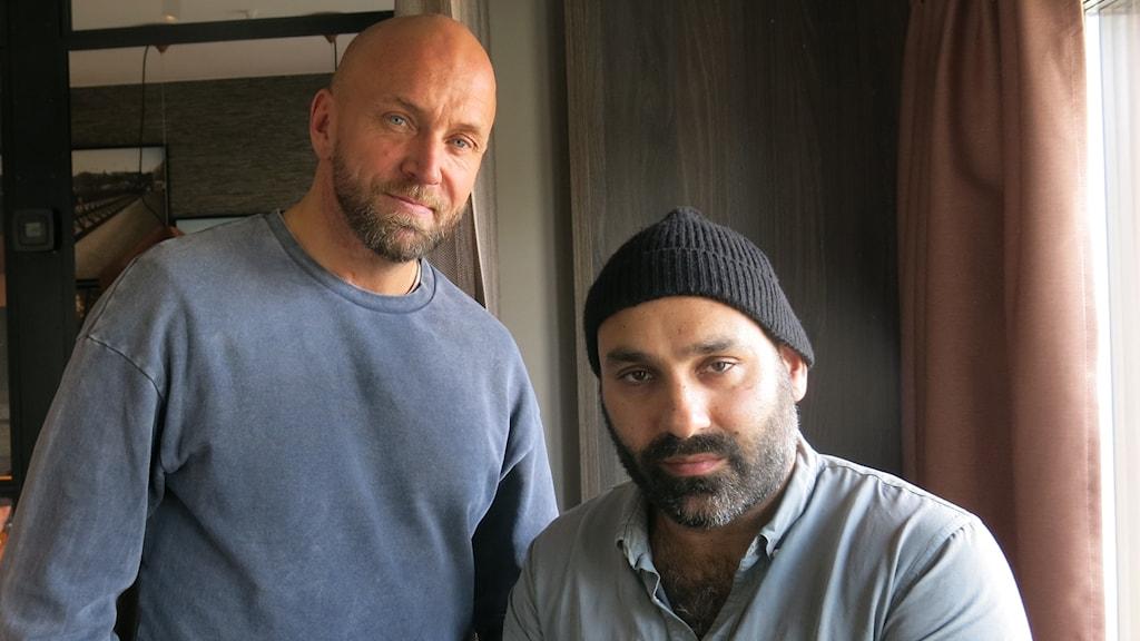 Goliat-skådespelaren Joakim Sällquist och regissör Peter Grönlund. Foto: Björn Jansson/Sveriges Radio.
