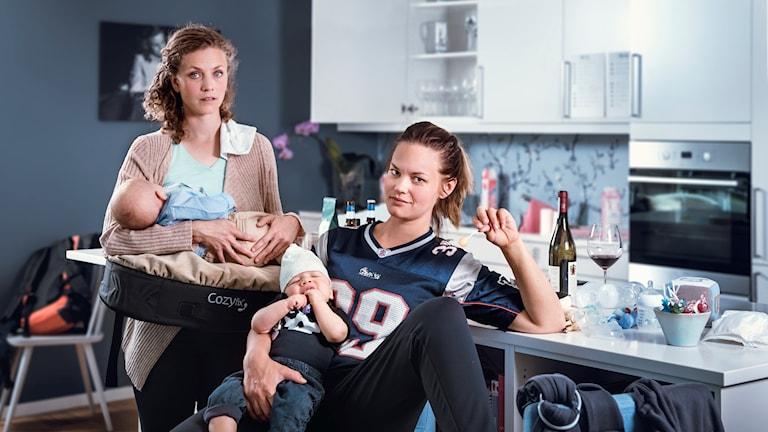Ragnhild Myntevik och Julia Schacht i serien Melk.