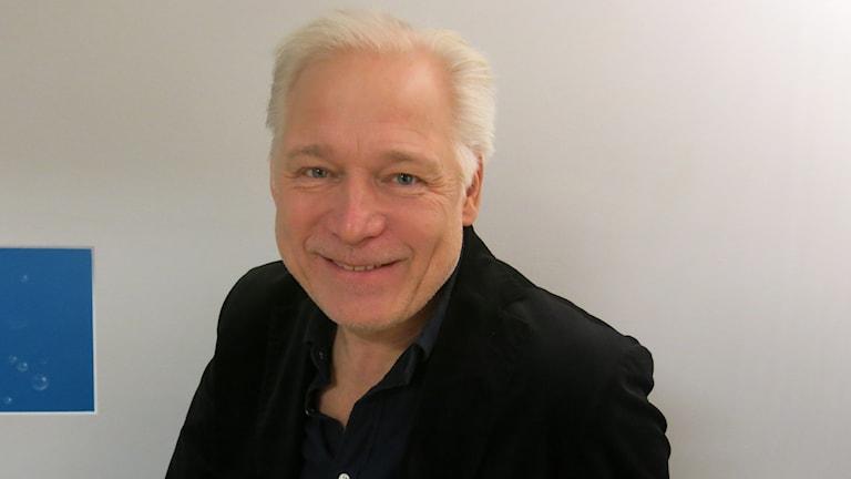 Hannes Holm, aktuell med TV-serien Delhis vackraste händer. Foto: Björn Jansson/Sveriges Radio.
