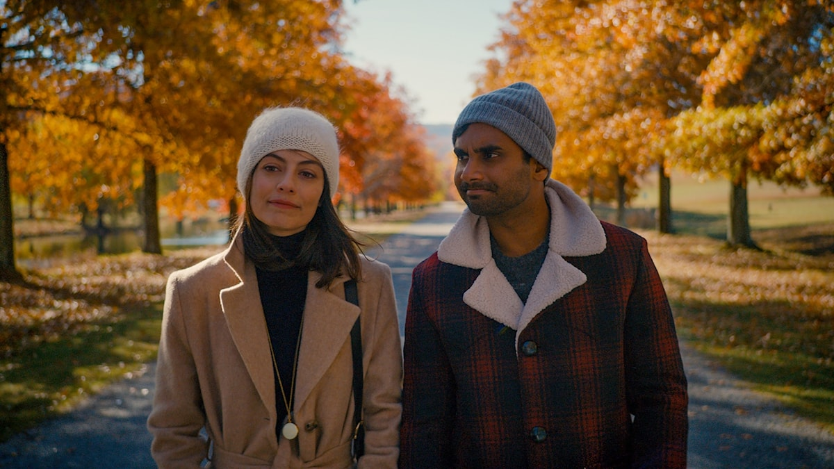 Alessandra Mastronardi och Aziz Ansari i Masters of None. Foto: Netflix.