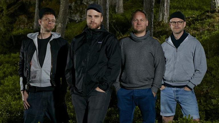 """Mattias Brunn, Victor Wigardt, Joakim Rindå och Mårten Andersson gör """"Landet inuti"""" på Riksteaterturné. Foto: Martin Brunn."""
