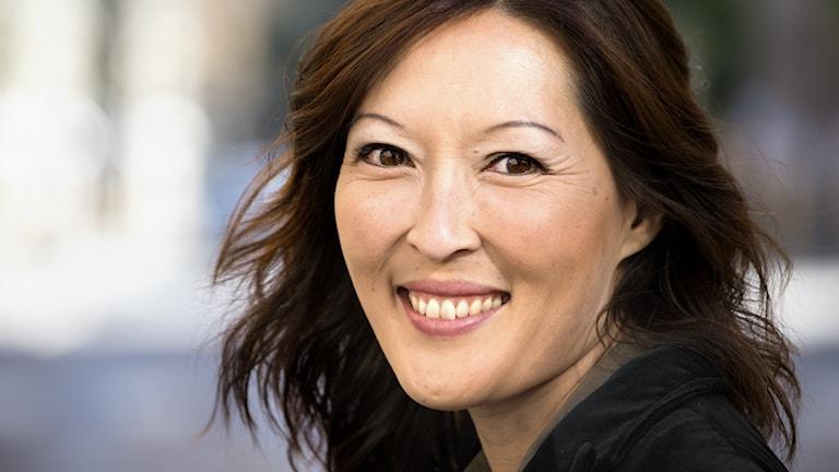 """Journalisten och författaren Lena Sundström gör """"Håll käften eller dö!""""."""