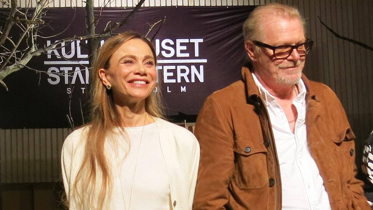 """Lena Olin och Peter Andersson gör Martha och George i """"Vem är rädd för Virginia Woolf"""". Foto: Björn Jansson/Sveriges Radio."""
