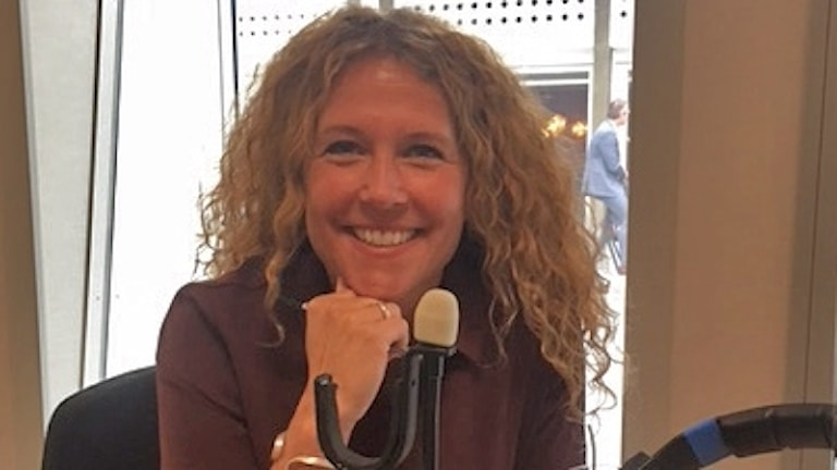 Anna Lindman programleder Meningen med livet. Foto: Ylva Nilsson/SR
