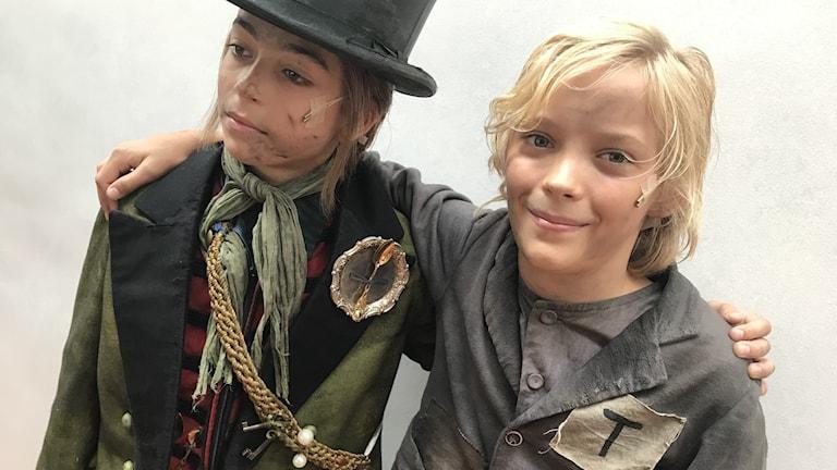 """Enis Syla spelar Dodger och Mathias Graffner Oliver i """"Oliver!"""" på Göteborgsoperan."""