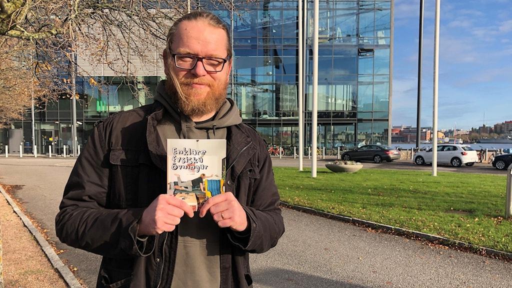 """Serietecknaren Johan Wanloo är aktuell med boken """"Enklare fysiska övningar"""""""