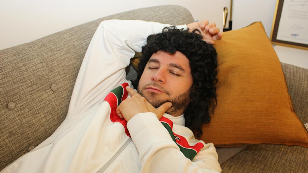 Lilla Al-Fadji tar en liten tupplur, men är snart tillbaka! Foto: Emilia Melgar/ Sveriges Radio