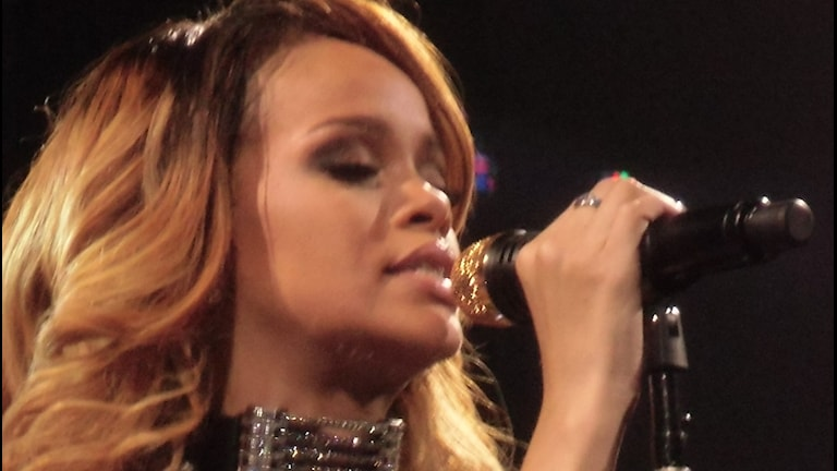 Rihanna på en konsert i Köln 2013.
