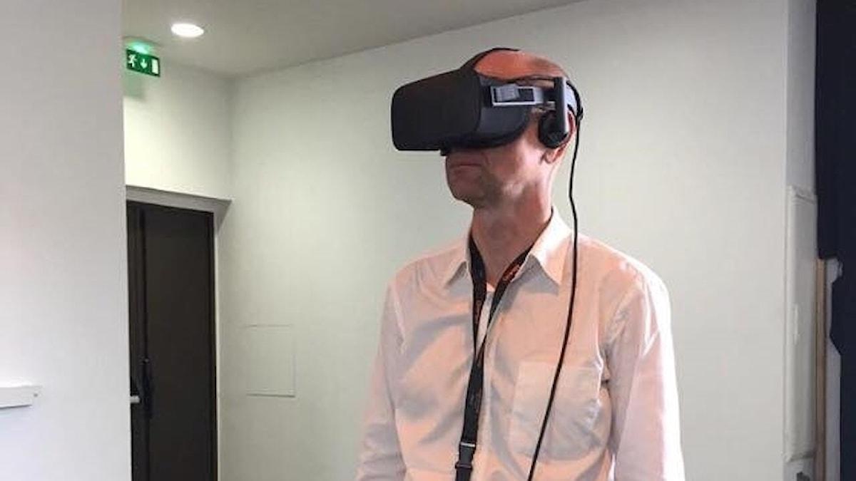 Björn Jansson testar VR i Cannes