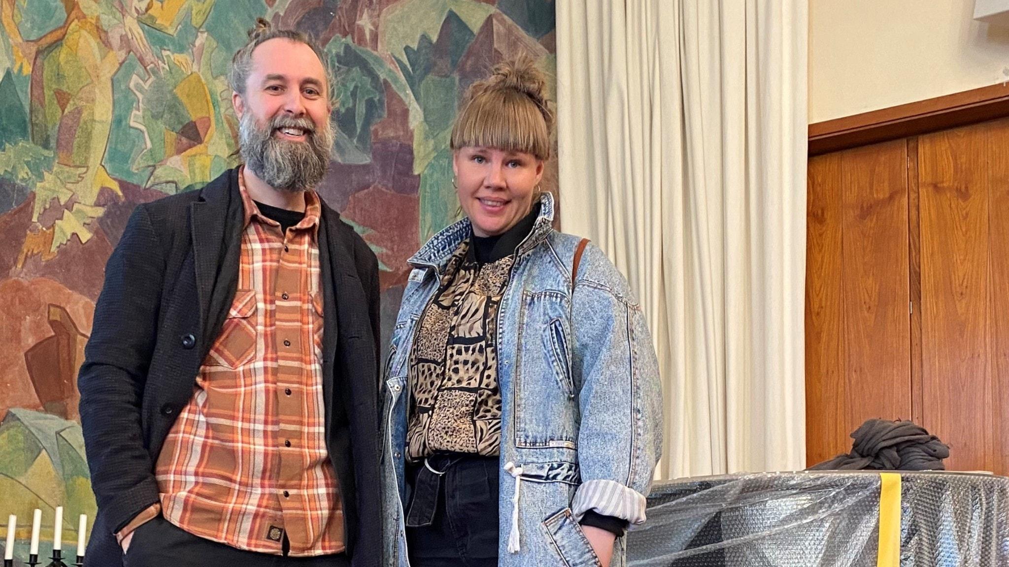 Pär Hagström och Jenny Roos ler mot kameran