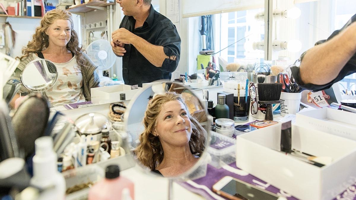 Malena Ernman förbereder sig för premiären av musikalen Så som i Himmelen. Foto: Axel Öberg.