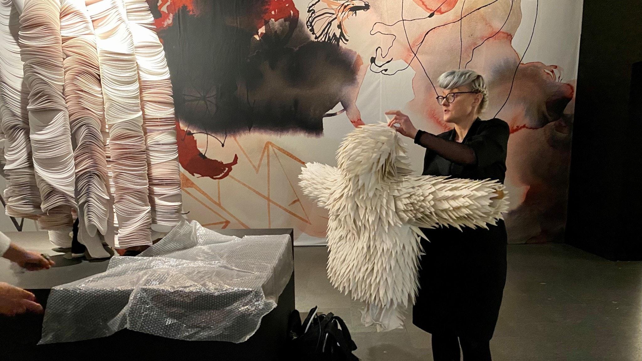 Jackan i vikt papper gjorde Bea Szenfeld till artisten Ola Salo.