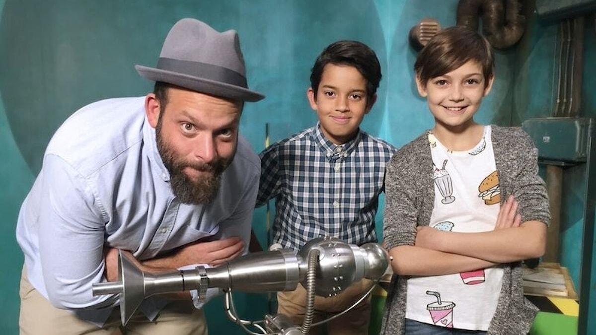 """Beppe Singer med barnen Isac och Elli som alla är med i Viaplays julkalender """"Det stora experimentet"""""""