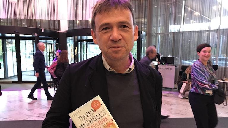 """Författaren David Nicholls med nya romanen """"Bitterljuva dagar""""."""