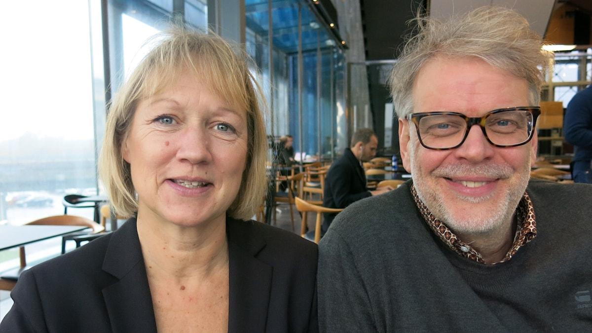 Manusförfattare Camilla Ahlgren och huvudförfattare Hans Rosenfeldt berättar om TV-serien Bron. Foto: Björn Jansson/Sveriges Radio.