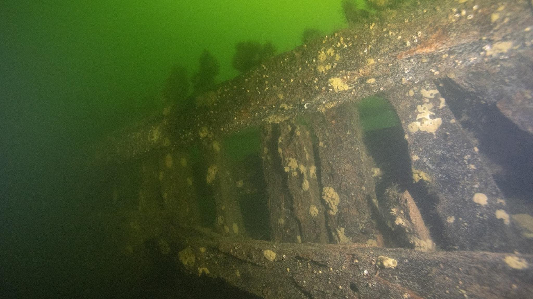Från dykningar kring de båda skeppsvraken