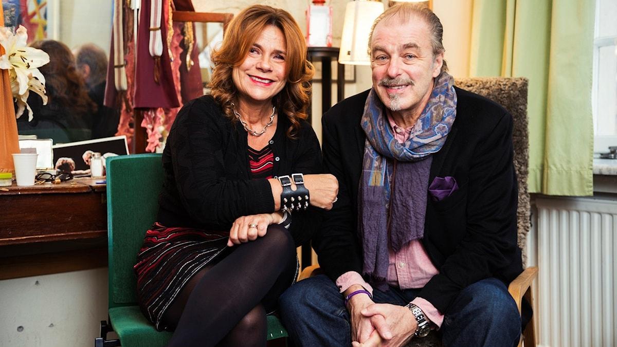 Katarina Hahr möter Örjan Ramberg i hans loge på Dramaten. Foto: Alexander Donka/Sveriges Radio