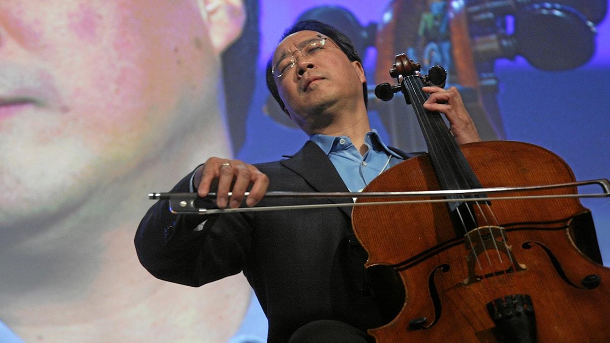 Yo-Yo Ma spelar på sin cello.