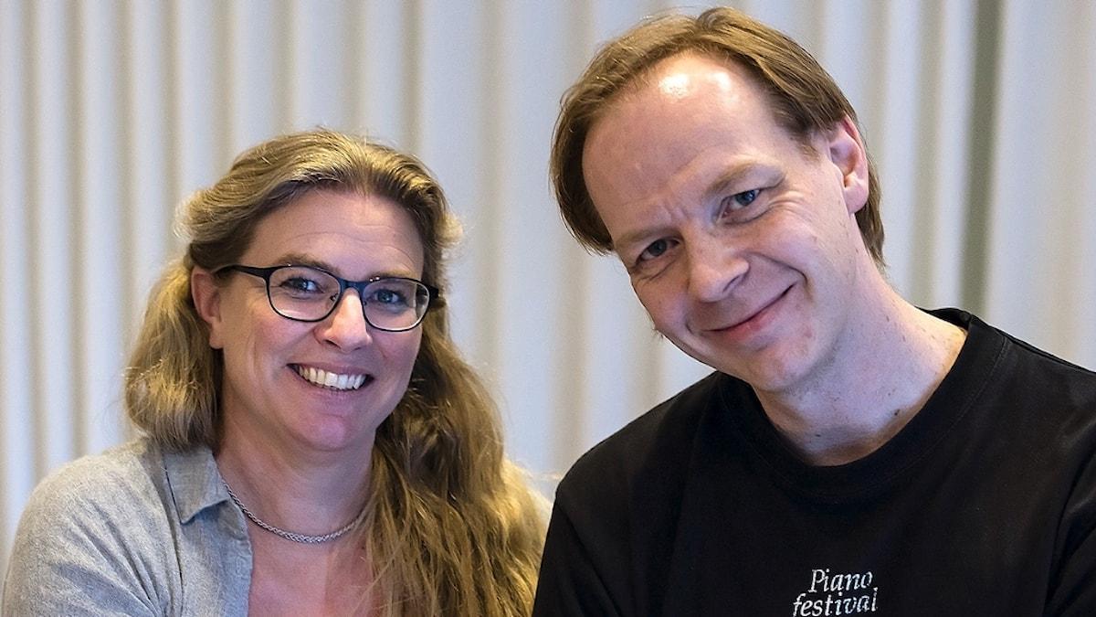 Programledaren Pernilla Eskilsdotter och pianisten Per Tengstrand.