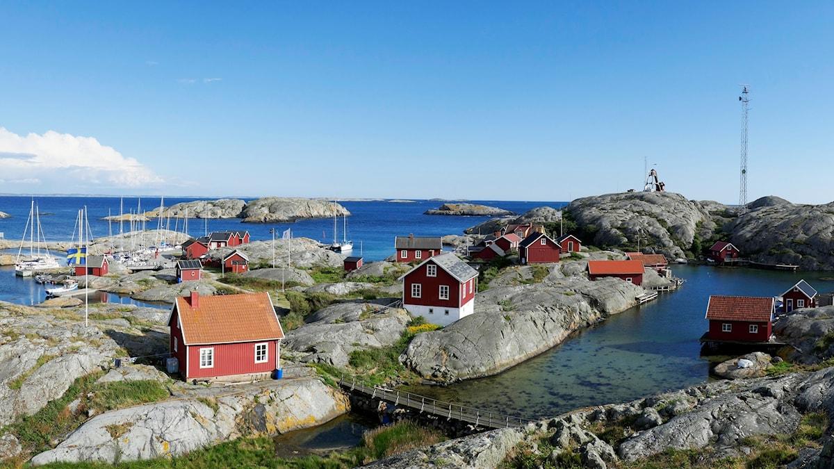 Bebyggelse på Storön på Väderöarna i Bohuslän i Sverige.
